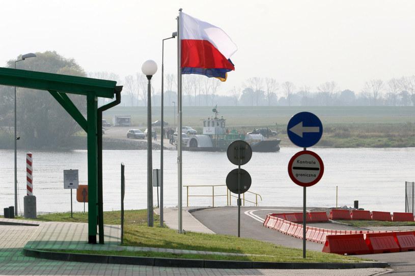 Promowe przejście graniczne w Gozdowicach /Adam Borowy /Reporter