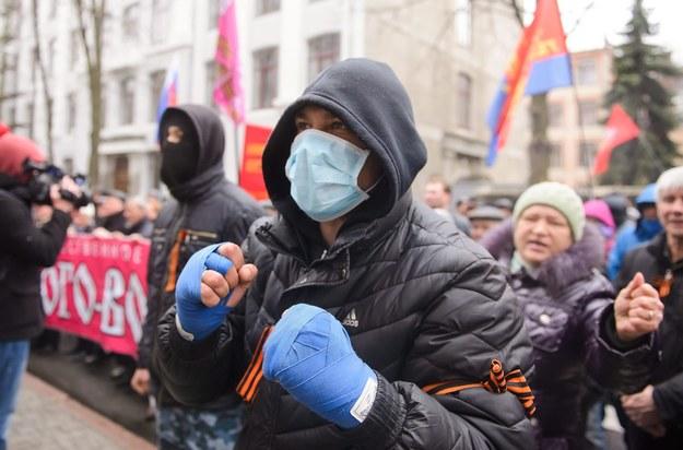 Prorosyjscy aktywiści w Charkowie /OLGA IVASHCHENKO /PAP/EPA