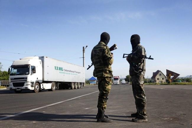 Prorosyjscy separatyści na przedmieściach Słowiańska /MAXIM SHIPENKOV    /PAP/EPA