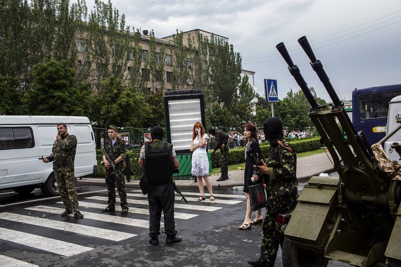 Prorosyjscy separatyści na ulicach Donbasu /AFP