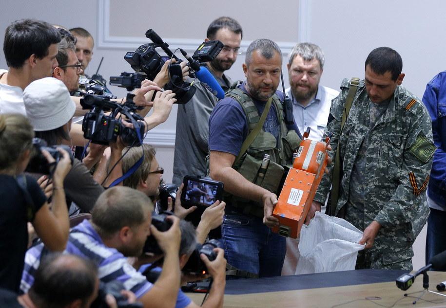 Prorosyjscy separatyści przekazują czarne skrzynki Boeinga 777 /ROBERT GHEMENT /PAP/EPA