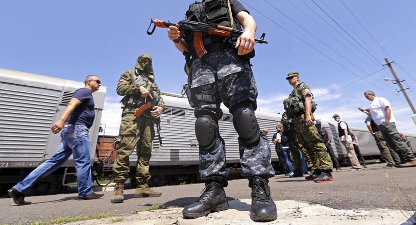Prorosyjscy separatyści utrudniają dostęp do wraku samolotu i zwłok ofiar katastrofy. /ROBERT GHEMENT /PAP/EPA