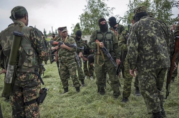 Prorosyjscy separatyści w pobliżu Doniecka /ROMAN PILIPEY /PAP/EPA