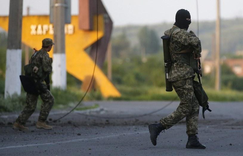 Prorosyjscy separatyści w Słowiańsku /PAP/EPA