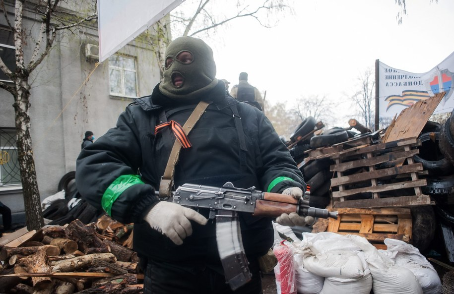 Prorosyjski separatysta na ulicach Słowiańska /ROMAN PILIPEY /PAP/EPA