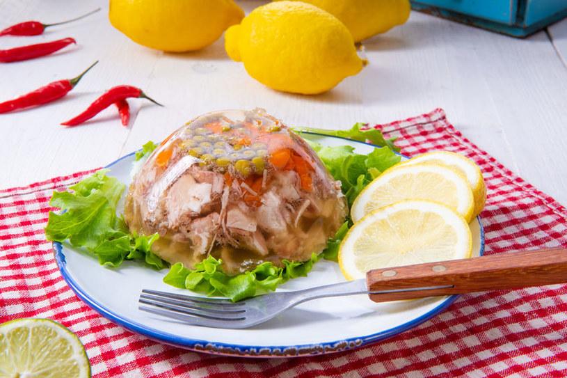 Prosta w przygotowaniu, zdrowa galareta z mięsem wieprzowym /123RF/PICSEL