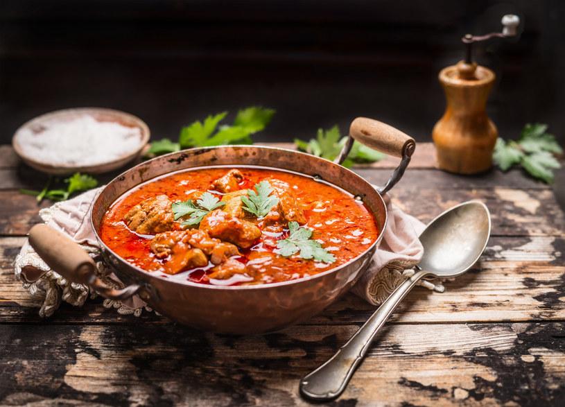 Prosta w przygotowaniu zupa gulaszowa rozgrzeje każdego domownika /123RF/PICSEL