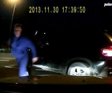 Prostak z BMW pobił kierowcę z dziećmi. Policja ma już jego dane!