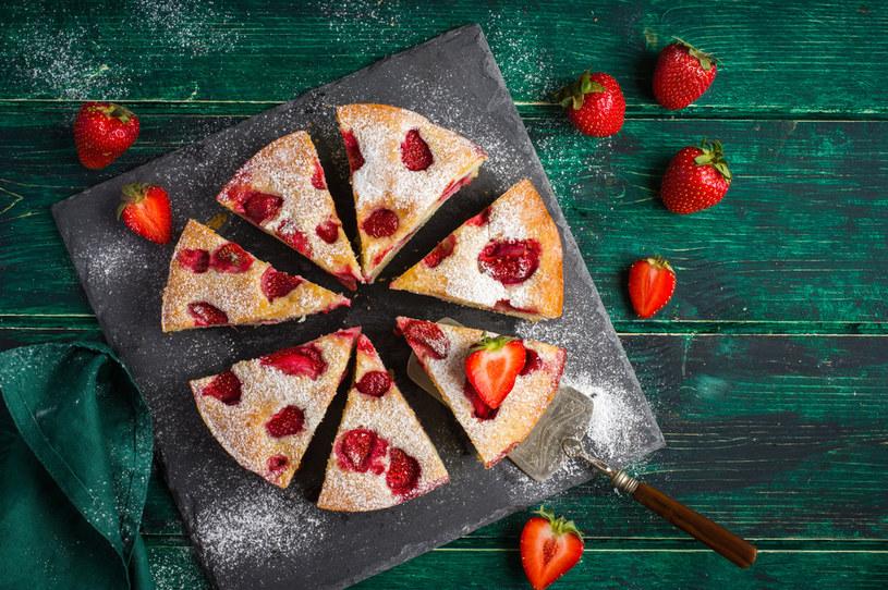 Proste ciasto ucierane z truskawkami to smak lata! Koniecznie je przygotuj /Picsel /123RF/PICSEL