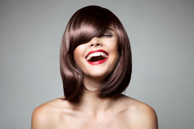 Proste nawyki pozwolą ci cieszyć się mocnymi i lśniącymi włosami na co dzień /123RF/PICSEL