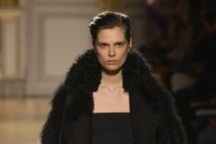 Prosto z paryskich pokazów mody. Zobacz trendy na przyszłą jesień i zimę
