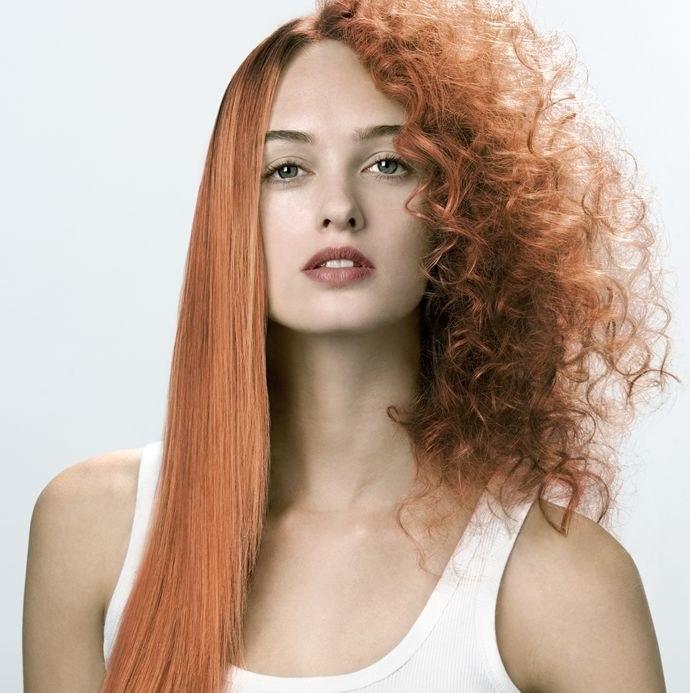 prostowanie włosów naturalnie /© Photogenica