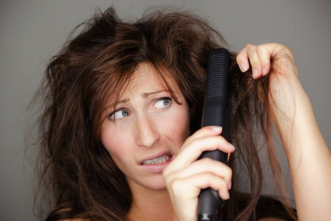 Prostowanie włosów /© Photogenica