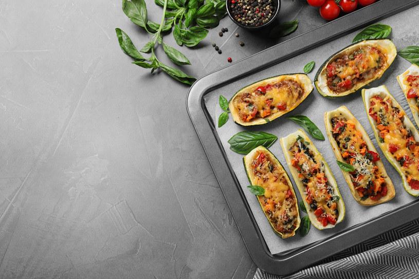 Prosty i smaczny obiad- cukinie faszerowane /123RF/PICSEL