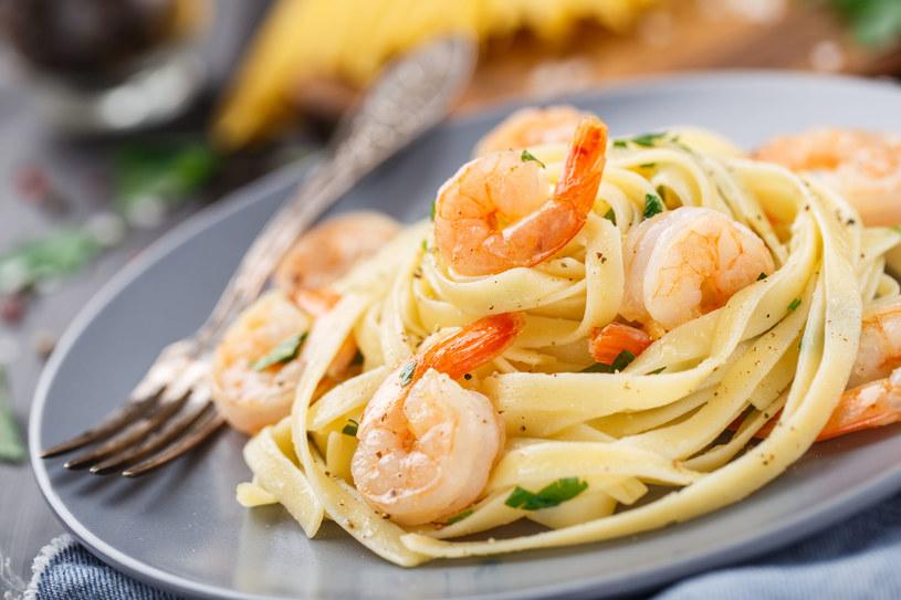 Prosty i smaczny przepis na obiad z owocami morza /123RF/PICSEL