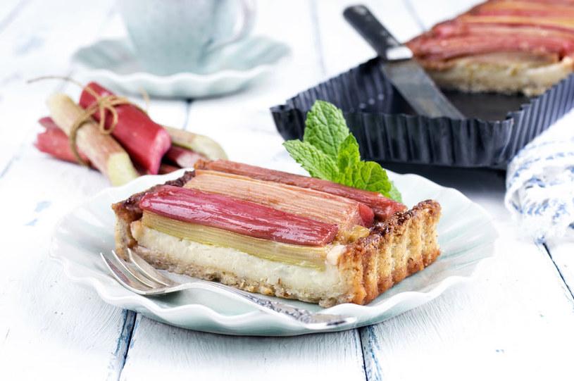 Prosty przepis na wyśmienite ciasto z rabarbarem /123RF/PICSEL