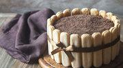 Prosty tort tiramisu z białą czekoladą