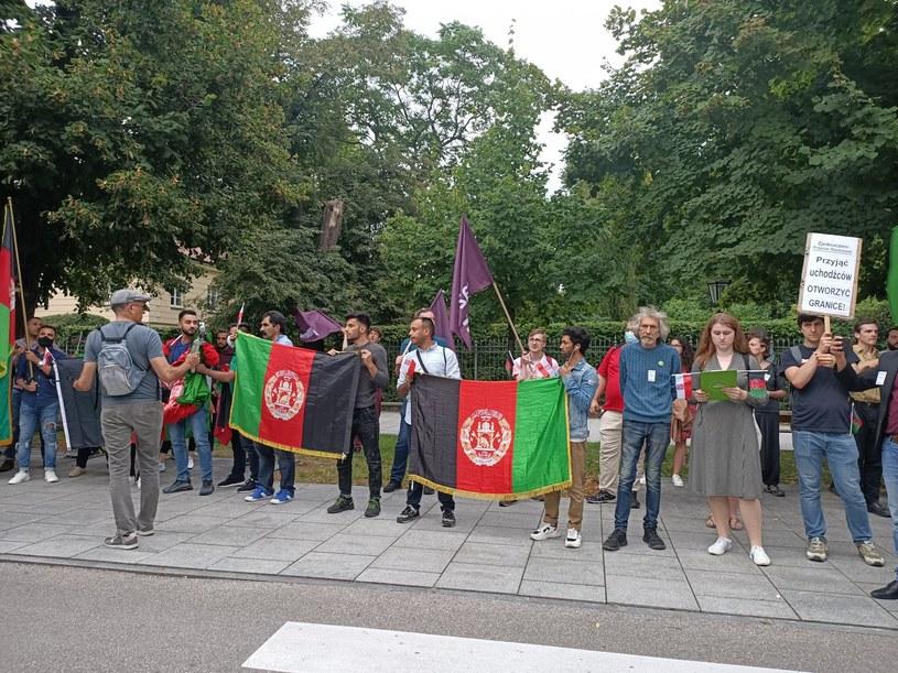 Protest Afgańczyków i polityków przed Kancelarią Prezesa Rady Ministrów /Twitter/ZielonaWarszawa /Archiwum