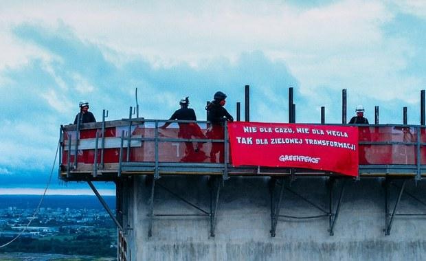 Protest aktywistów w Ostrołęce. Ekolodzy wspięli się na wieżę elektrowni