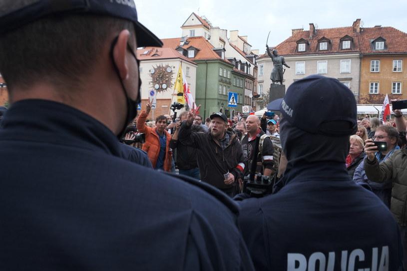 """Protest """"antycovidowców"""" w Warszawie /Mateusz Marek /PAP"""