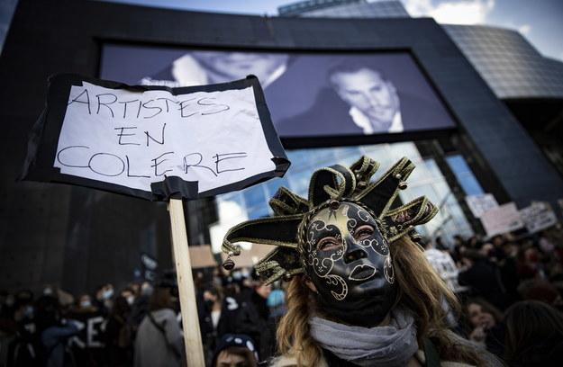 Protest artystów w Paryżu /IAN LANGSDON /PAP/EPA