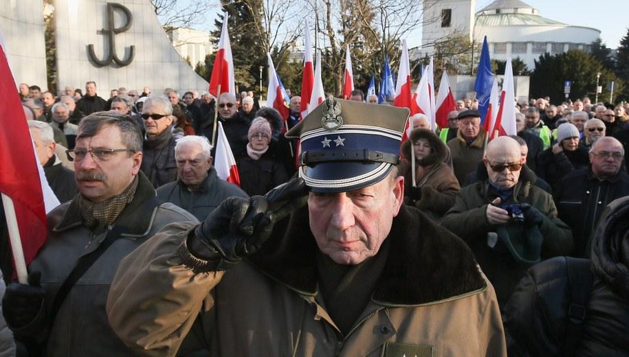 Protest byłych żołnierzy i funkcjonariuszy służb w 2016 roku /Paweł Supernak /PAP