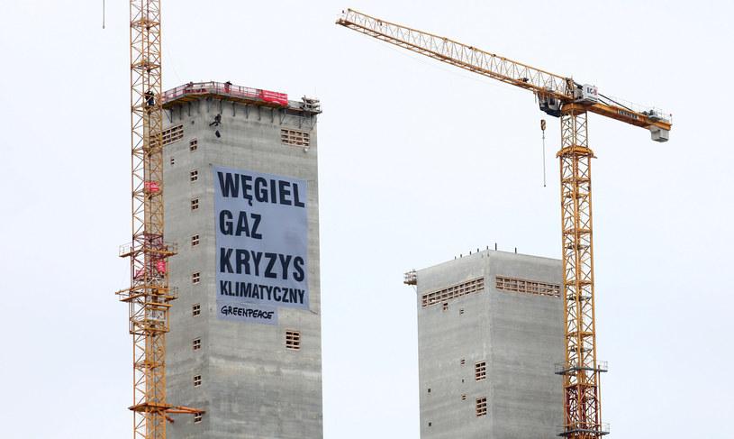 Protest członków Greenpeace przeciw budowie elektrowni gazowej w Ostrołęce. /Jaroslaw Sender /Agencja SE/East News