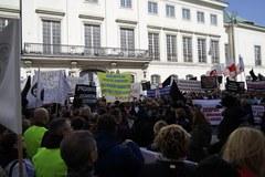 Protest dyrektorów i pracowników szpitali przed Ministerstwem Zdrowia
