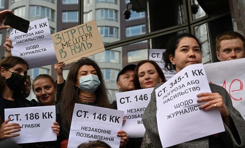 Protest dziennikarzy pod siedzibą UkrEximBanku w Kijowie /AFP