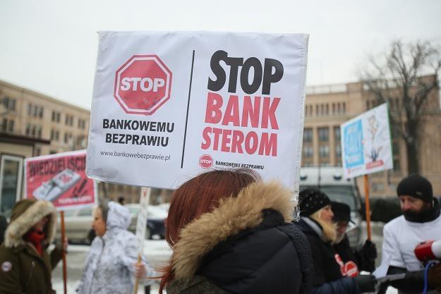 Protest frankowiczów - osób poszkodowanych przez banki - przed Ministerstwem Finansów 13 stycznia /PAP