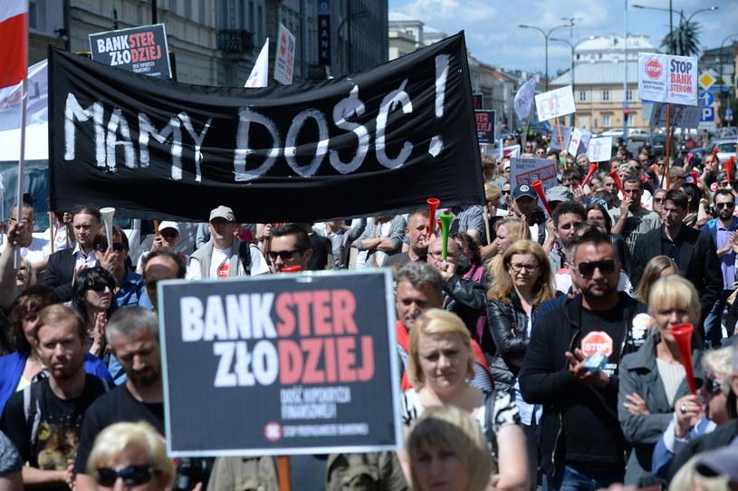 Protest frankowiczów w Warszawie /Jacek Turczyk /PAP