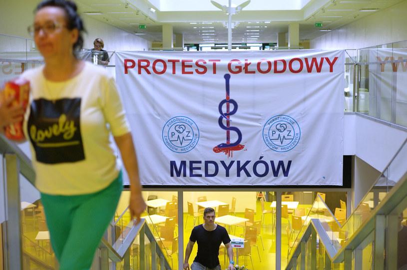 Protest głodowy lekarzy rezydentów w 2017 roku /Adam Chelstowski /Agencja FORUM