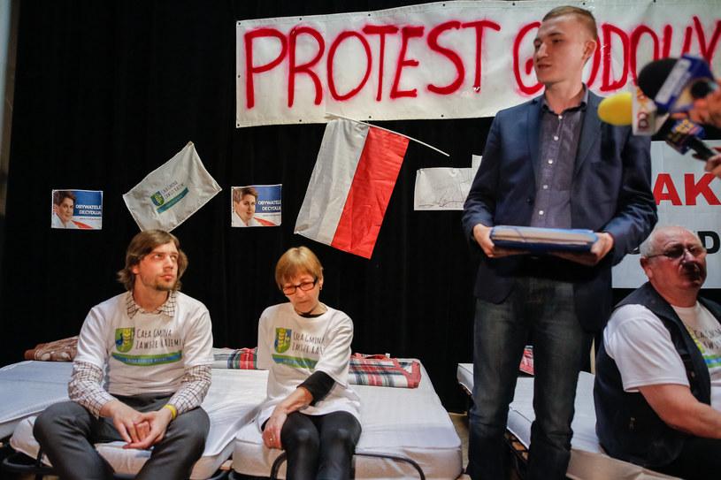 Protest głodowy mieszkańców Dobrzenia Wielkiego przeciw przyłączenia do Opola na początku kwietnia /fot. Krzysztof Zatycki /Agencja FORUM