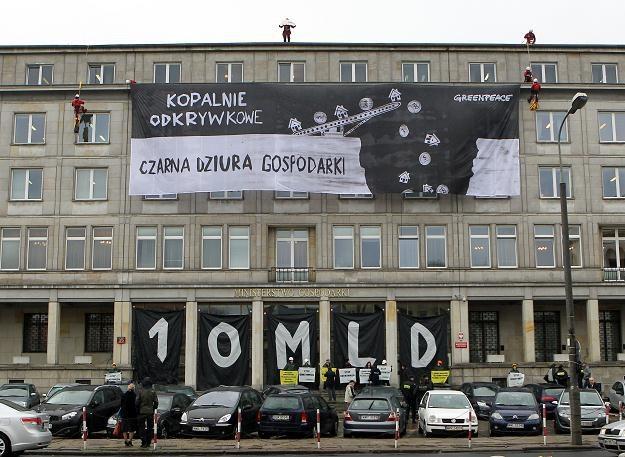 Protest Greenpeace przeciwko budowie nowych odkrywkowych kopalnii węgla brunatnego /PAP