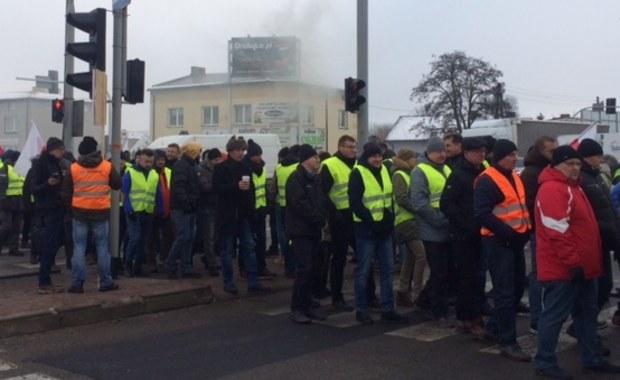 Protest hodowców drobiu na DK1 w Siewierzu