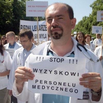 Protest lekarzy ze szpitala na Banacha/ fot. Marcin Smulczyński /Agencja SE/East News
