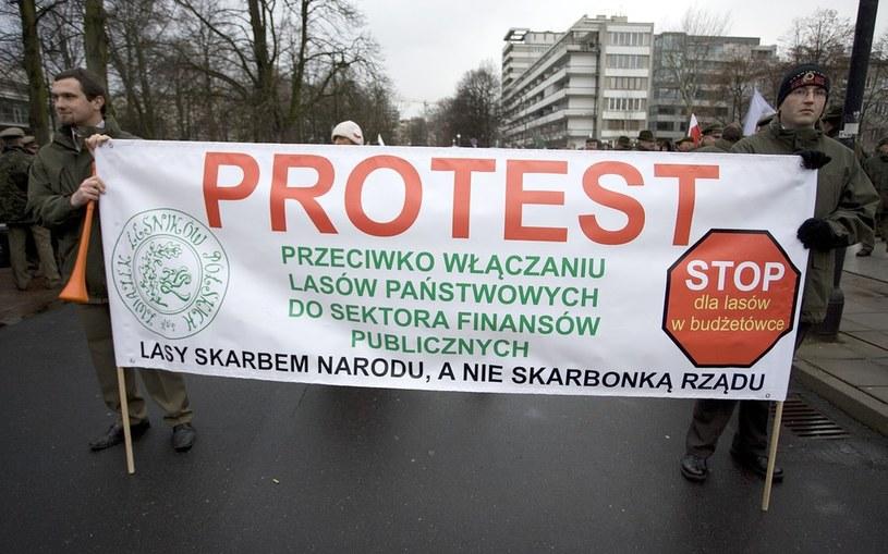 Protest leśników przeciwko planom włączenia Lasów Państwowych do sektora finansów publicznych /Michał Dyjuk /Reporter