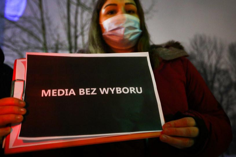 """Protest """" Media Bez Wyboru """" przed siedzibą TVP Kraków na Krzemionkach /Beata Zawrzel /Reporter"""