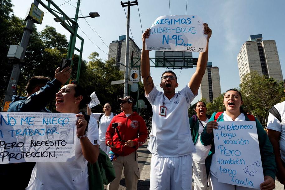 Protest meksykańskich medyków, którzy żądają lepszego wyposażenia szpitali /JOSE MENDEZ /PAP/EPA