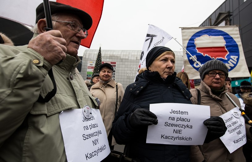 Protest mieszkańców Katowic przeciwko nazwie plac Marii i Lecha Kaczyńskich /MAREK KUWAK/REPORTER /East News