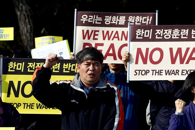 Protest mieszkańców Korei Południowej przeciwko wojnie /JEON HEON-KYUN /PAP/EPA