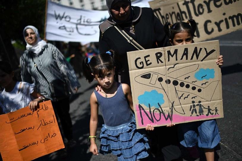 Protest migrantów przed ambasadą Niemiec w Atenach przeciwko ograniczeniu programu łączenia rodzin, zdjęcie ilustracyjne /AFP