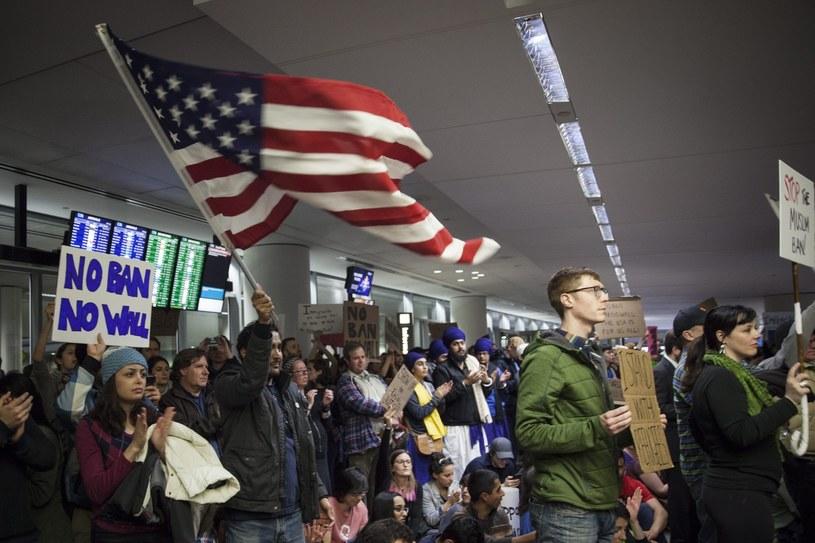 Protest na lotnisku w San Francisco /PETER DaSILVA /PAP/EPA