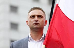 Protest na Placu Zamkowym i pikieta narodowców. Robert Bąkiewicz: Kocham Polskę bardziej niż nie lubię Tuska