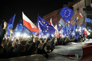 Protest na Placu Zamkowym w Warszawie. Ratusz: Od 80 tys. do 100 tys. uczestników