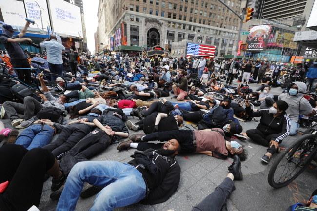 Protest na Times Square /JUSTIN LANE /PAP/EPA