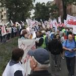 Protest nauczycieli w Warszawie. Czerwona kartka dla Zalewskiej
