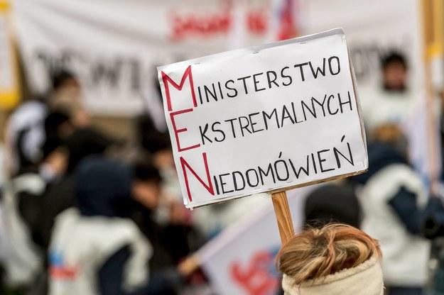 Protest nauczycielskich związków we Wrocławiu /Maciej Kulczyński /PAP