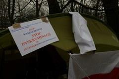 Protest niepełnosprawnych przed Sejmem