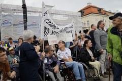Protest niepełnosprawnych w Warszawie